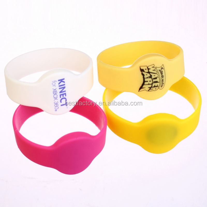 100% quality control cheap price rfid woven wristbands with unique qr code and uid printed