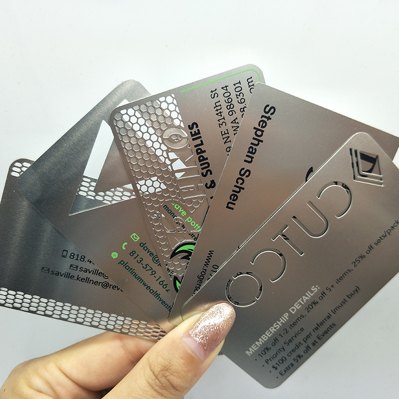 Free design customized stainless steel metal visiting card 대 한 기념품 metal business card