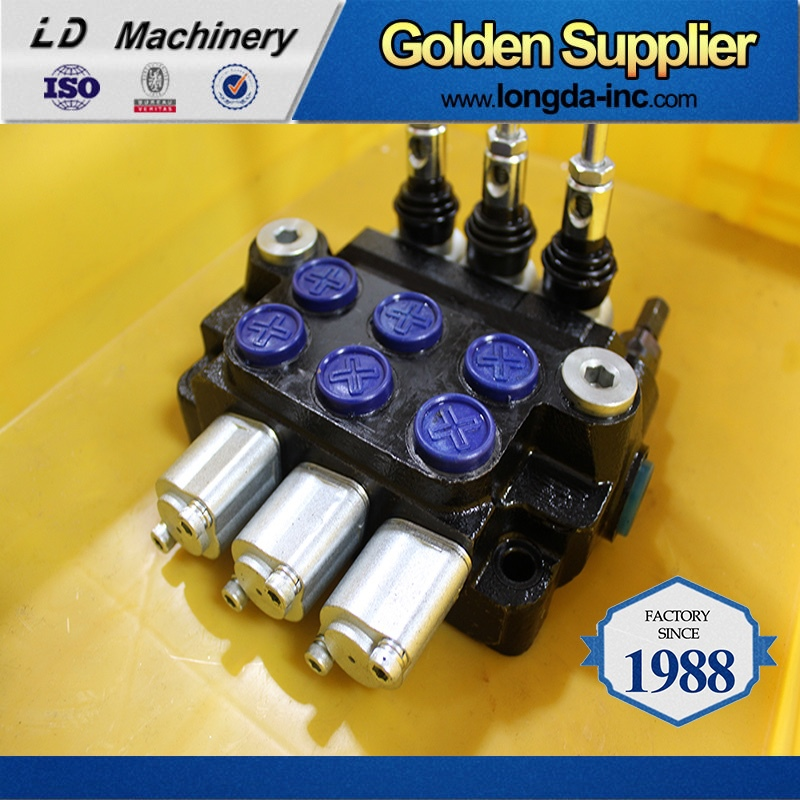 Hydraulic directional/monoblock control valve for tractor