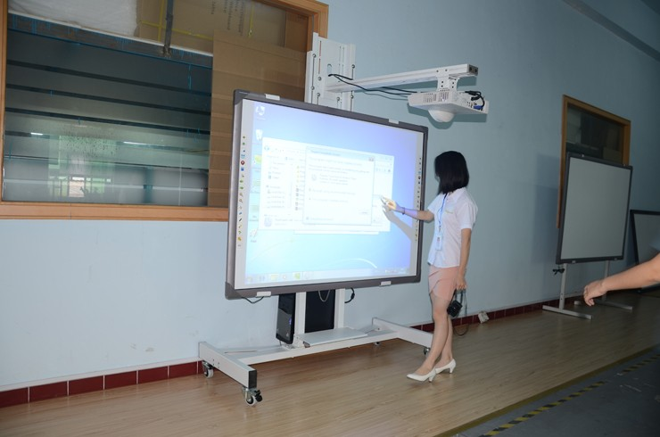 New Multi Touch Point Interactive Whiteboard With Aluminous Frame Optical For Kids Teaching By