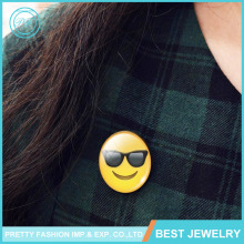 Yiwu Gem Jewelry 30mm Cute Smiling Face Emoji Expression Fashion Glass Stones Brooch