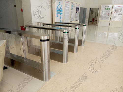 Electronic crowd control indoor and outdoor high duty crowd control turnstile