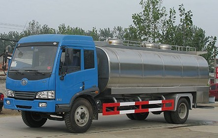 Factory price 4X2 Dongfeng milk transport truck with insulated tank