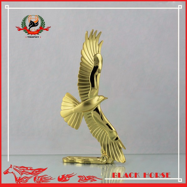 Unique Design Gold Metal Figurine Eagle Trophy Cups Made In China