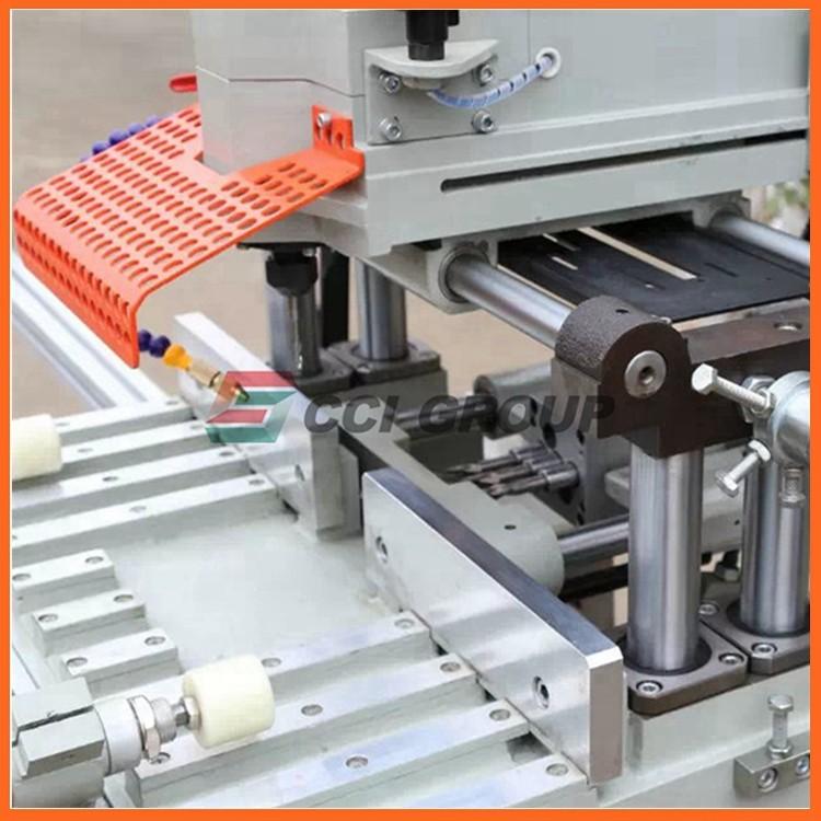 5.SSKC03-100 upvc window making machine