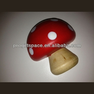 2018 hot sell handmade painted large wooden mushroom decorations made in China
