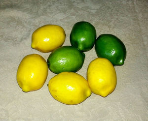 7 ARTIFICIAL REALISTIC LEMONS & LIMES FAKE FAUX FRUIT DECORATIVE LEMON/LIME