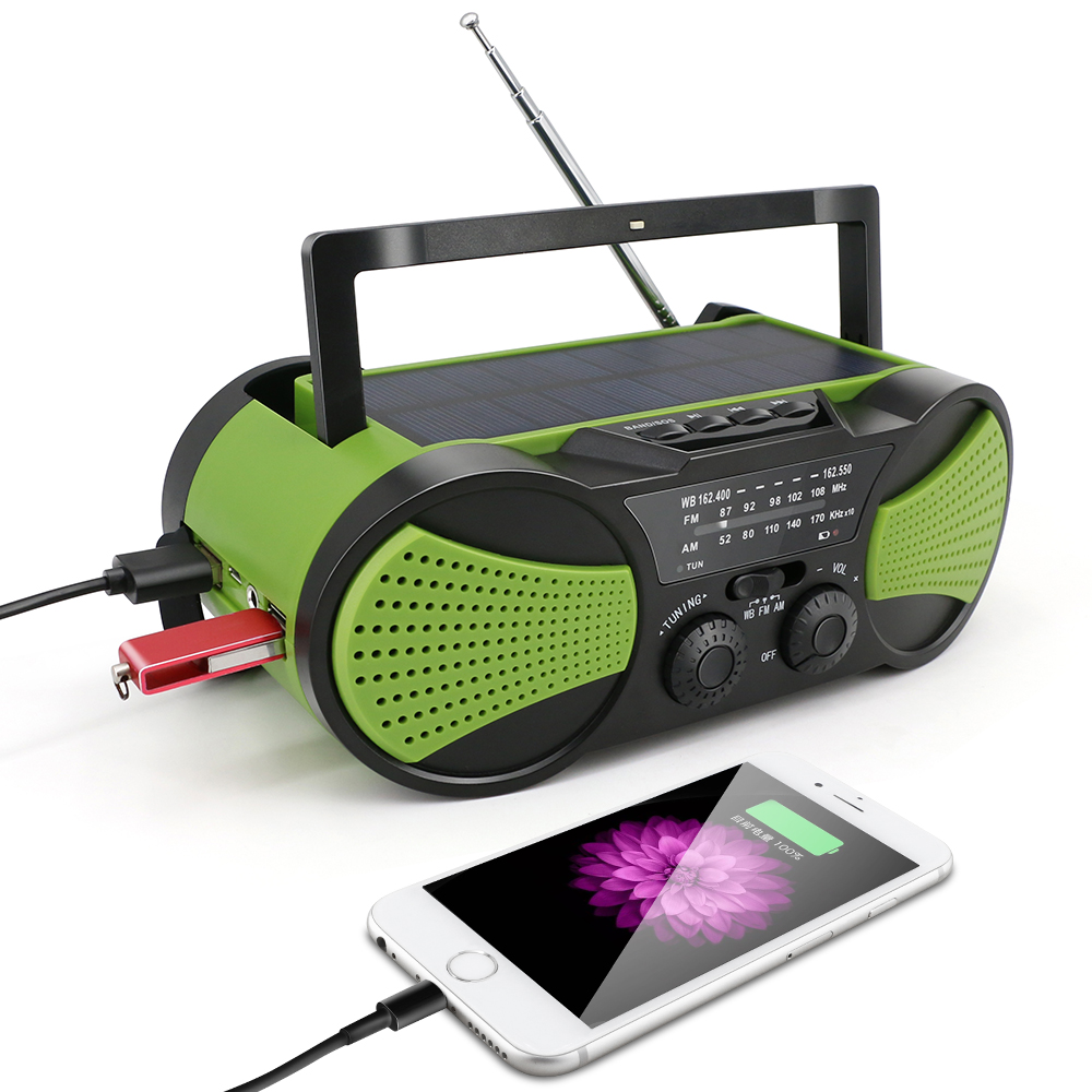 Mp3 player dengan built in speaker radio engkol tangan senter