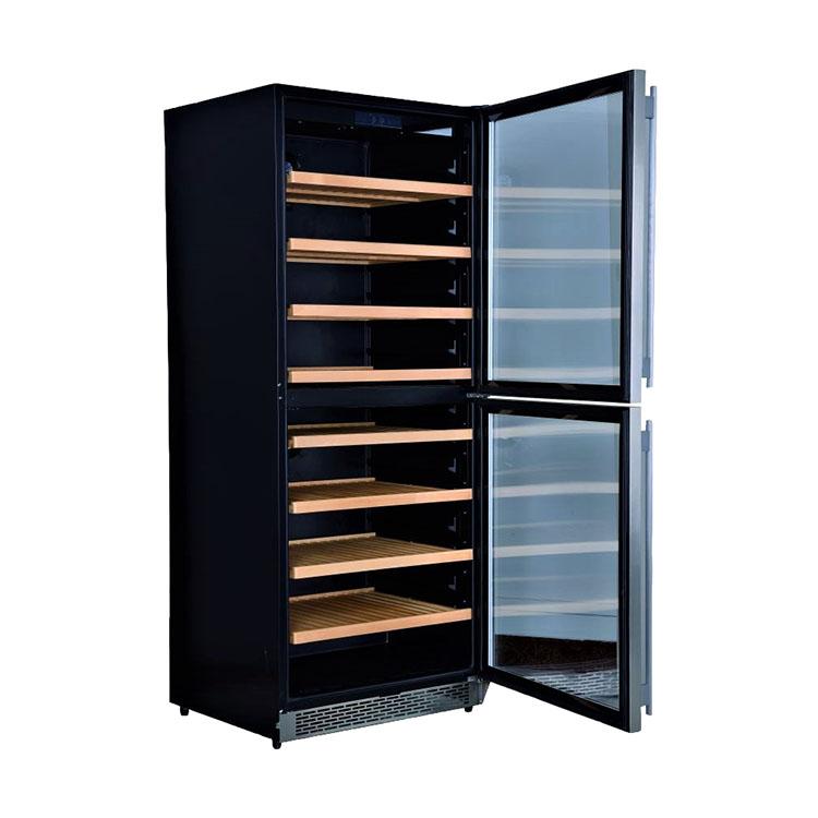 незакрытая дверца винного шкафа