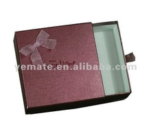 2012 hotsale paper box for gift, wholesale gift boxes with ribbon handle dragging