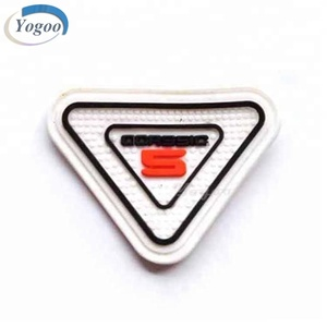 Top Heat Transfer Soft White PVC Garment Clothing Labels With Embossed Logo