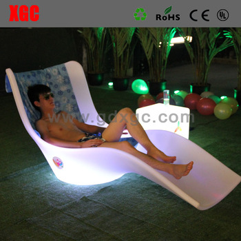 Gentil High End PE Lounge Chairs Rotational Molding Plastic Vocation Lounge  Environmental LED Beach Chair
