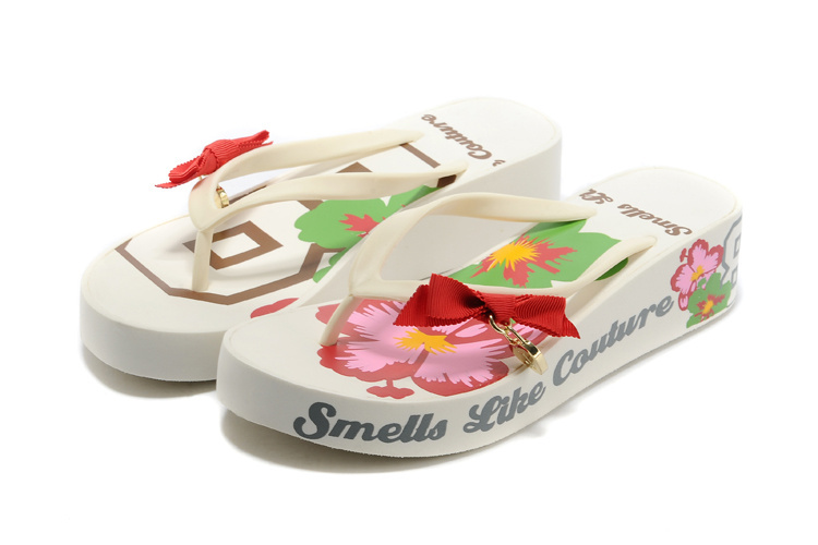 73640ee4c2e3 Get Quotations · Fashion girl brand white pink rose red women beach sandals  female slippers wedge platform rubber flip