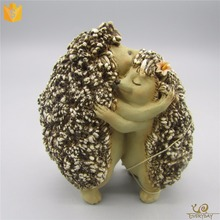 Good Quality Mother's Day Decoration Souvenir Gift artificial Resin Craft Hedgehog Statue Ornament