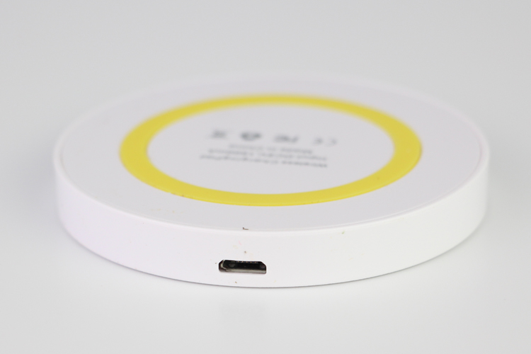 Hot sale universal wireless charger for mobile phone