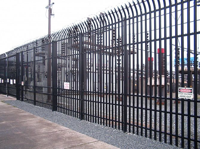Professional powder coated steel palisade fence used