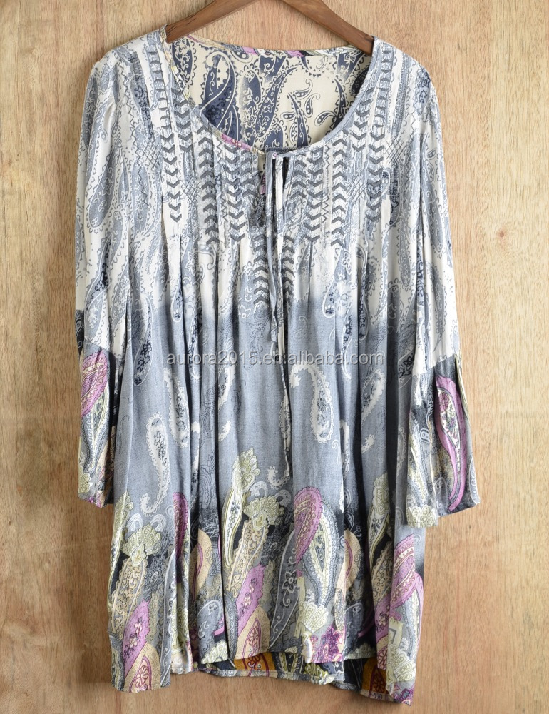 Women boho vintage style of embroidered border print top