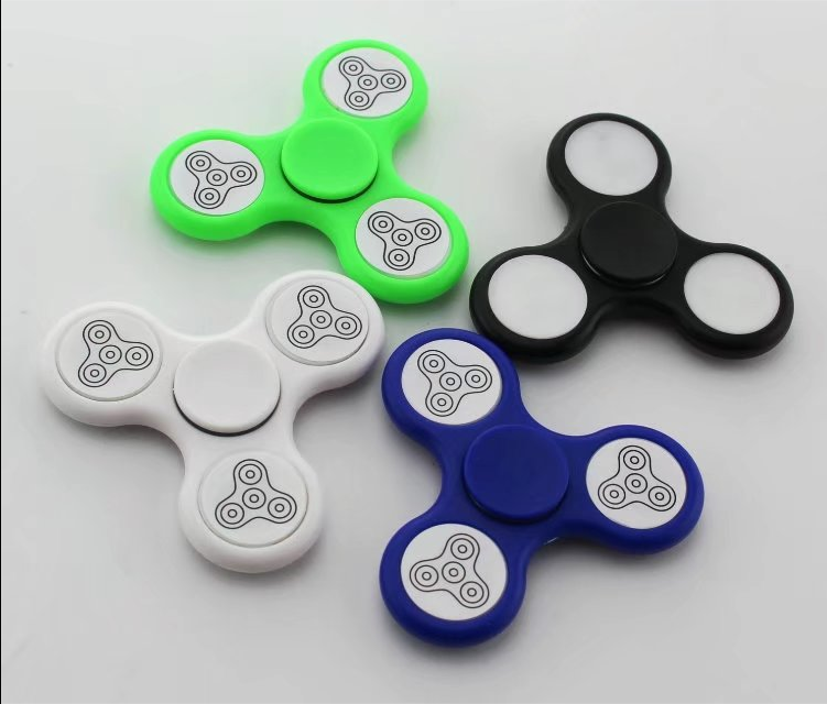 2017 Shenzhen 13 kinds of color change LED lights Luminous spinner hand fidget spinner EDC toy