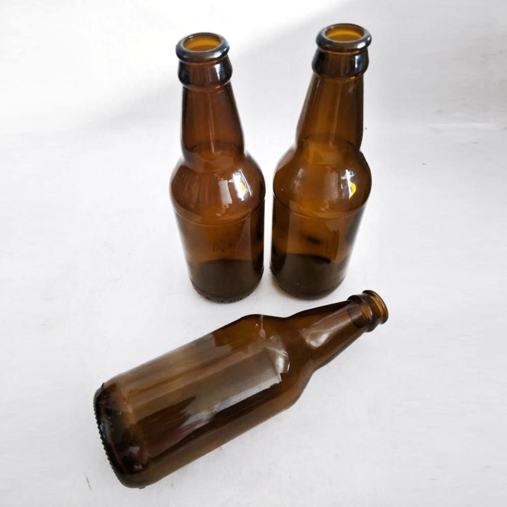 маленькая бутылка пива картинка стоящими рядом бассейном