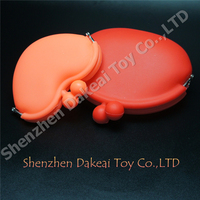 Best popular small carton silicone storage heart hand bag