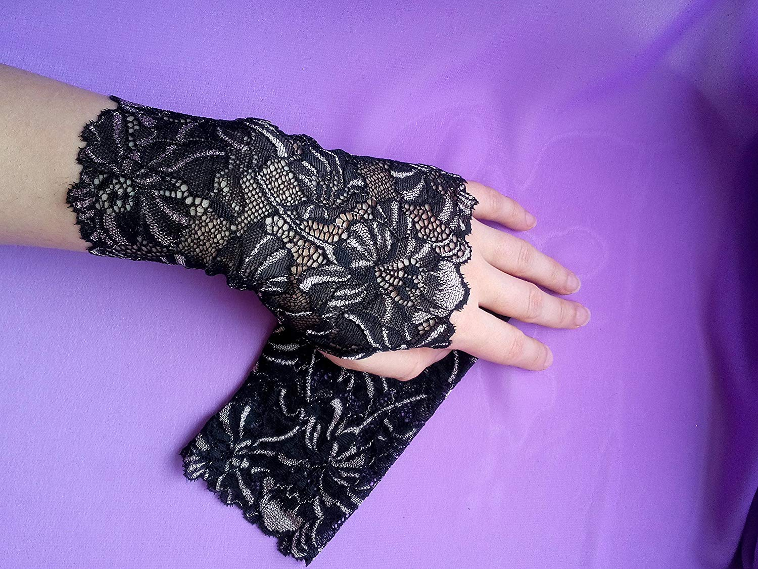 Black and Beige Lace Fingerless Gloves / Burlesque / Gothic / Steampunk / Caberet / Bohemian / Elegant / Romantic / Vintage / Victorian