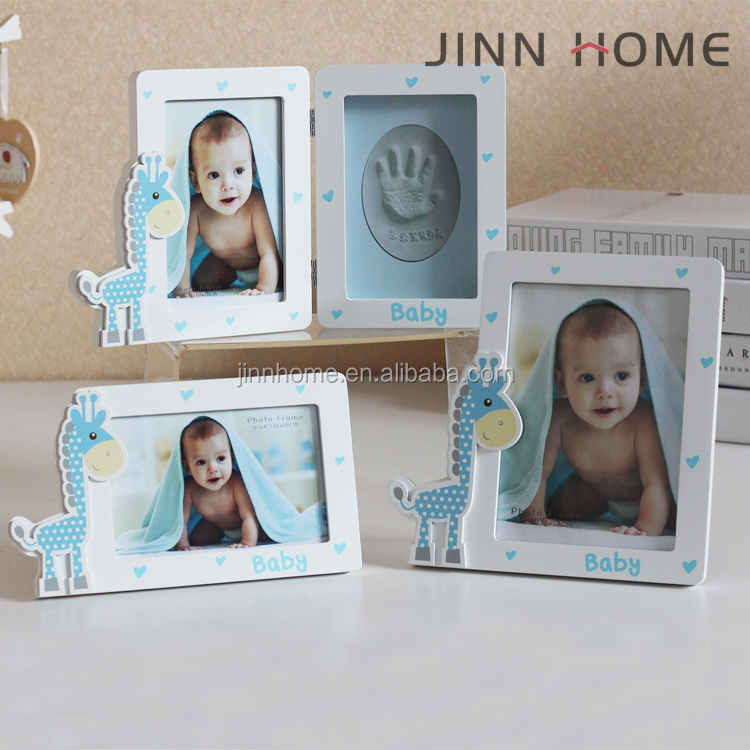 2017 blue color home decoration wooden Vertical Giraffe shape baby hand and footprint frame for gift