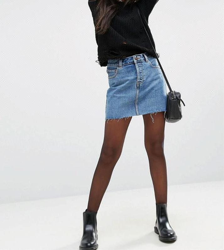 весь фото в наклонение красивой девушки в джинсовой мини юбочке линию кончика