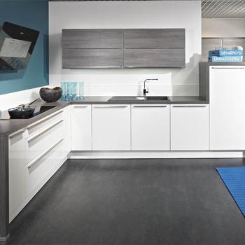 Desain Terbaru Kayu Kabinet Dapur Dengan U Granit Meja Mewah Klasik Disesuaikan Rumah Renovasi