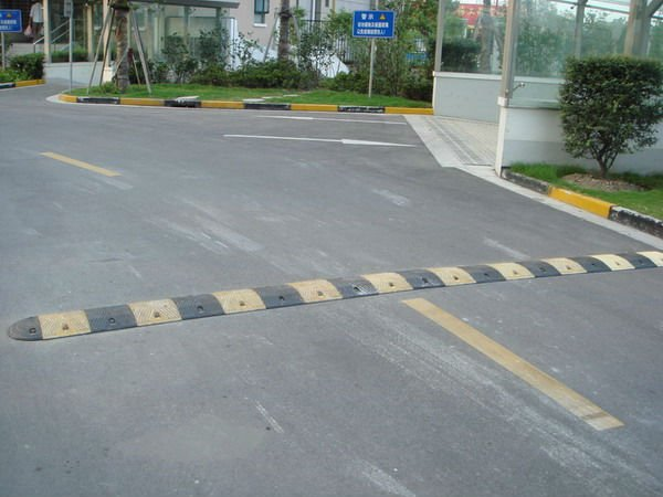 250mm high quality yellow plastic portable speed hump for sale