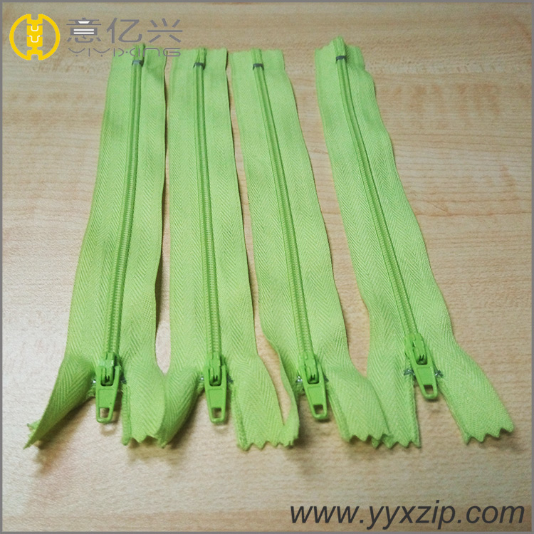 fashion Europen style plastic garment zipper