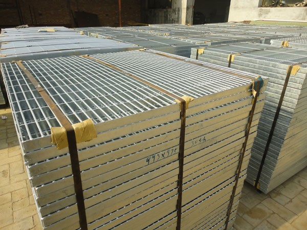 Webforge stainless steel driveway grates sheet floor for Catwalk flooring
