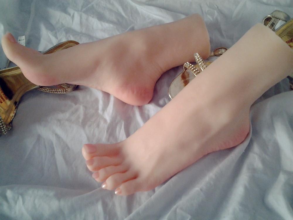 Lesbian Sweaty Feet 104