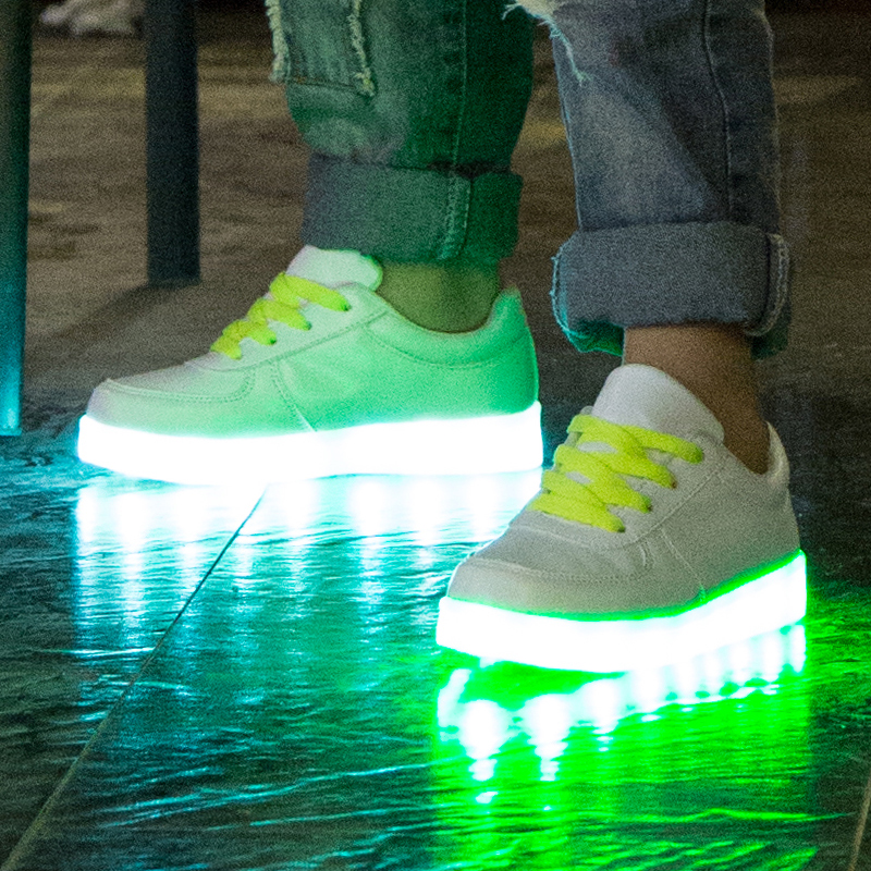 2016 Fashion styles casual colorful lighting led flash kids shoes white
