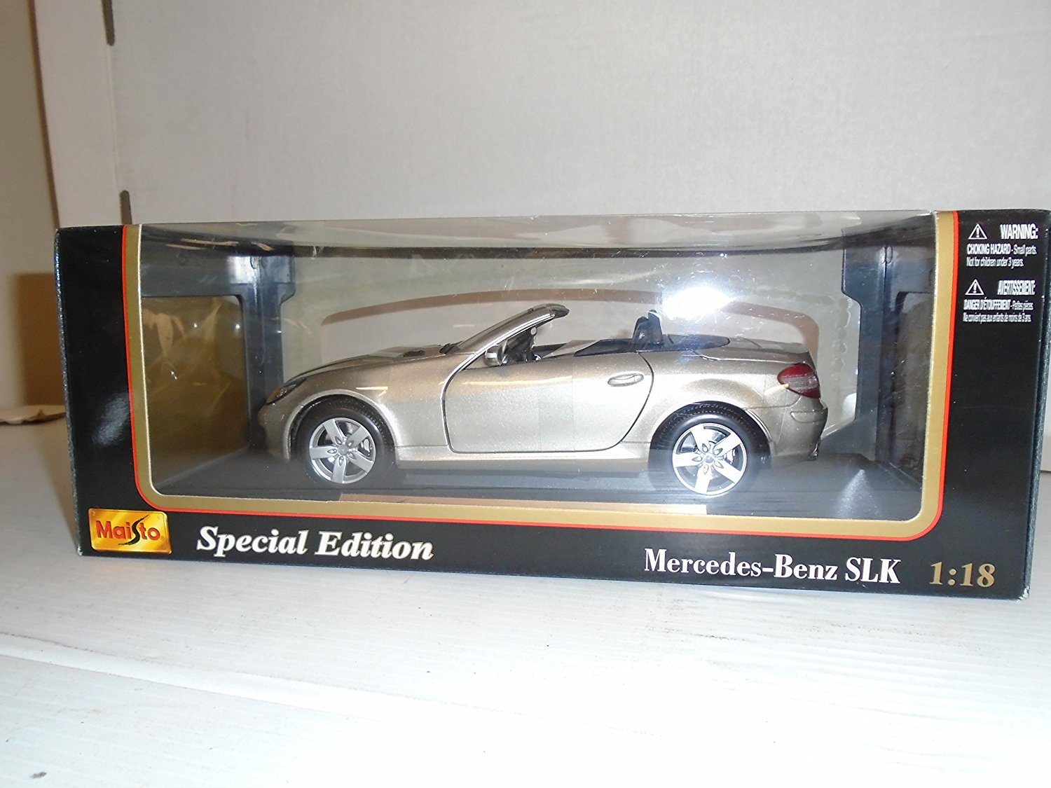 Maisto 1:18 scale Special Edition Mercedes Benz SLK Class Die Cast Metal