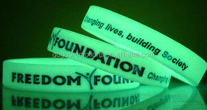 Factory supplier Glow in the dark plain Silicone wrist bands,China manufacturer custom glow in dark silicone 1 inch bracelet