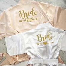 ebe5e39e9 C & فونغ تصميم العروس يوم الزفاف رداء الذهب طباعة الحروف المطبوعة فريق  العروس القبيلة الساتان