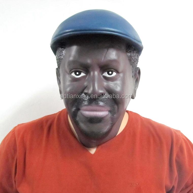 Le nettoyage de la personne des points noirs jusquà et après les photos