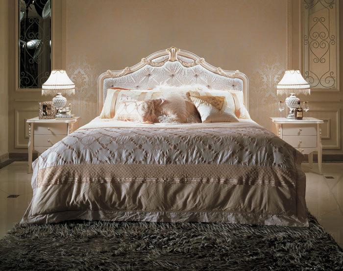 Im Angebot Französisch Romantisch Holz Neoklassisch Cremeweiß