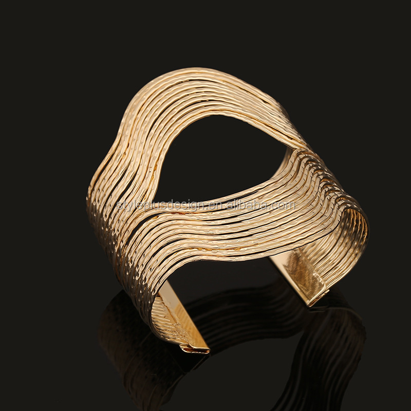 FC067 Spring hot style golden metal cuff bracelet hollow out lip shape bracelet bodybuilding jewellery bracelet
