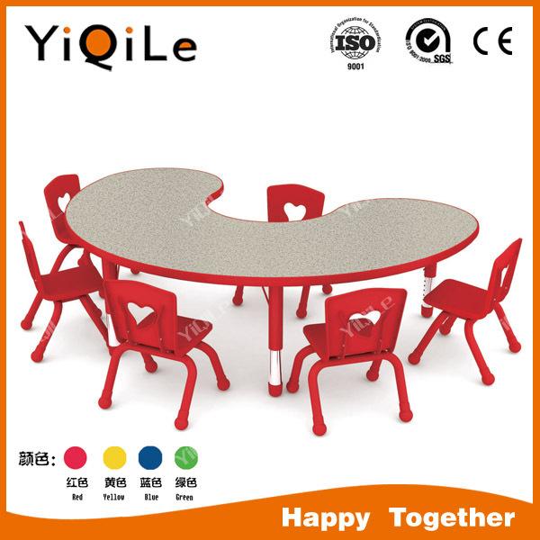 los niños de jardín deinfantes y mesa de comedor juego de muebles ...