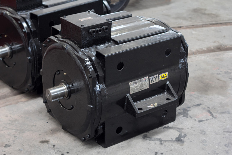 How does a locomotive traction motor work for What is traction motor