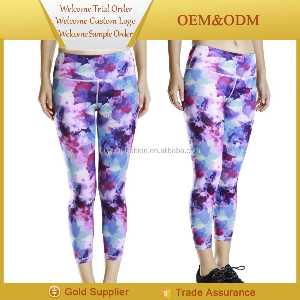 nackte Frauen Yogahosen