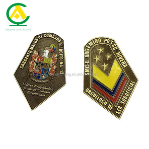Fashion Custom Metal Badge Medal / Zinc Alloy Badges Pin Factory