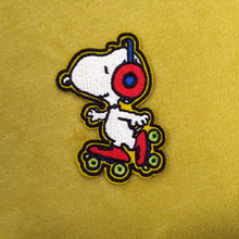High Quality Wholesale Custom Embroidery Iron On Patch Cartoon Snoopy Embroidered Patches