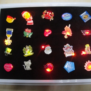 Customized OEM service souvenir cheap metal pin badge/ LED badge/embroidery badge
