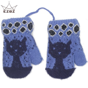 Pretty Cat Pattern Three Kids Knitted Full Finger Gloves Children Soft Warm Winter Mittens