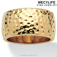 MECYLIFE Tailored 14k Gold-Plated Unisex Stainless Steel Gold Hammered-Style Band Ring