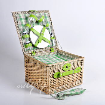 Natural wicker picnic hamper with polyester lining