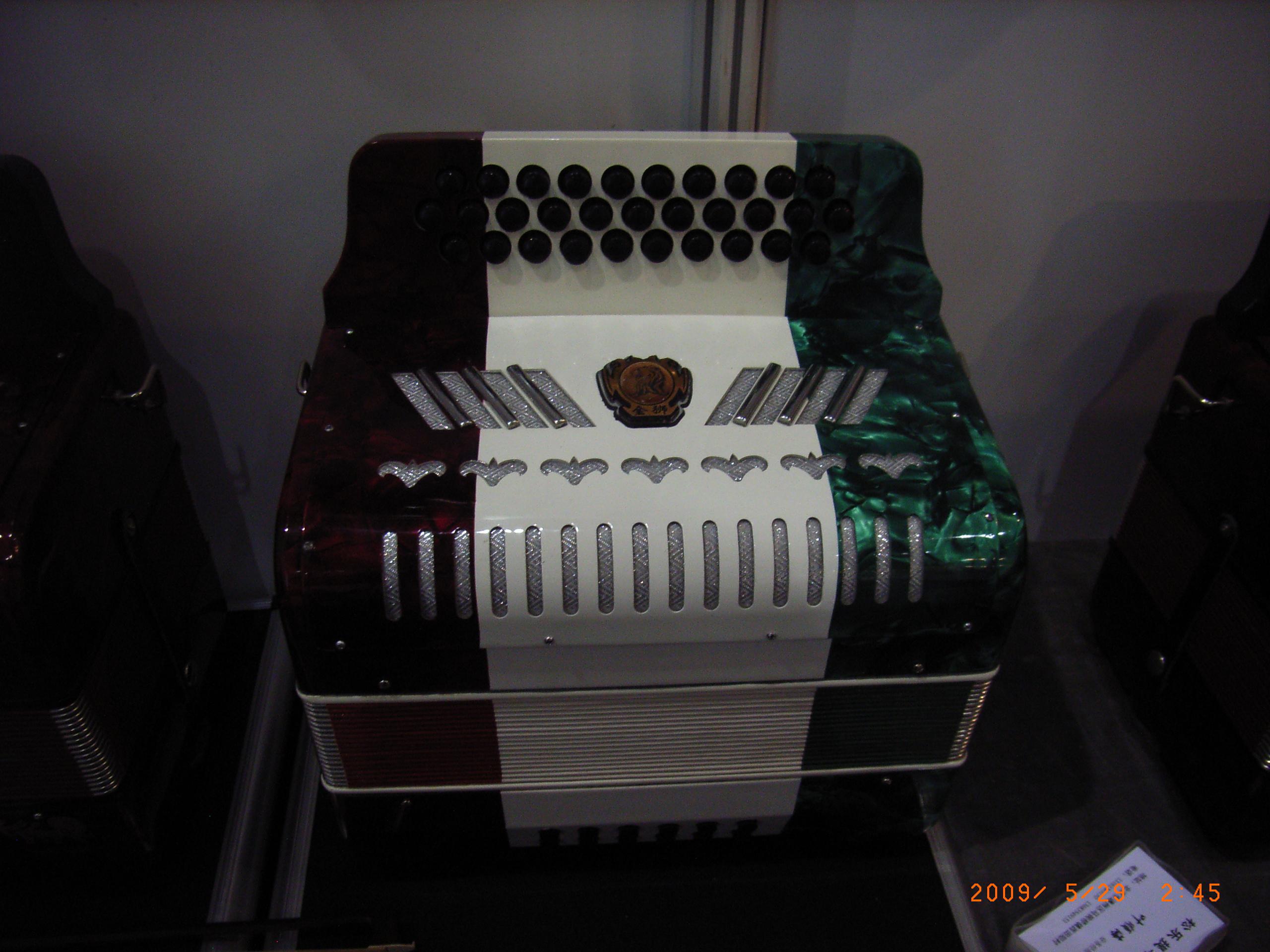 The Mexican button accordion 34 tremble button 12 bass button
