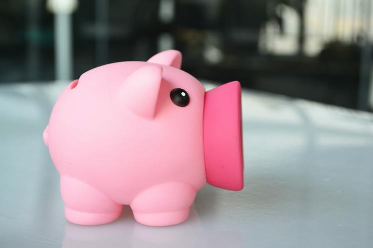 2016 Green Promotion Gift New Design Plastic Piggy Bank Customized Logo